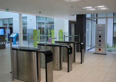 portalp-bank-headquarters-security- pedestrians