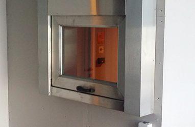 Guichet à guillotine coupe-feu