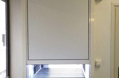 Guichet guillotine à usage intensif