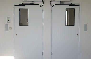 Operador puerta batiente