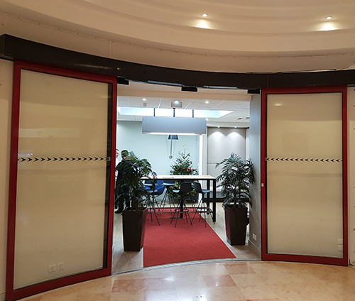 portal-mit-gebogener-türbank