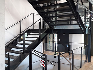 Escalier métallique et garde-corps pour le Pôle Service ARTEPAC