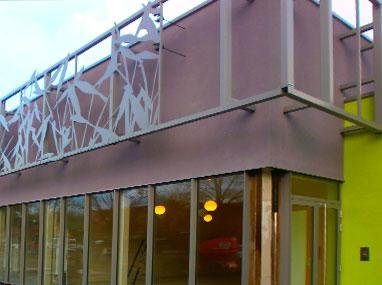 Brise-soleil et menuiseries aluminium pour la salle de sport de Coudekerque-Branche