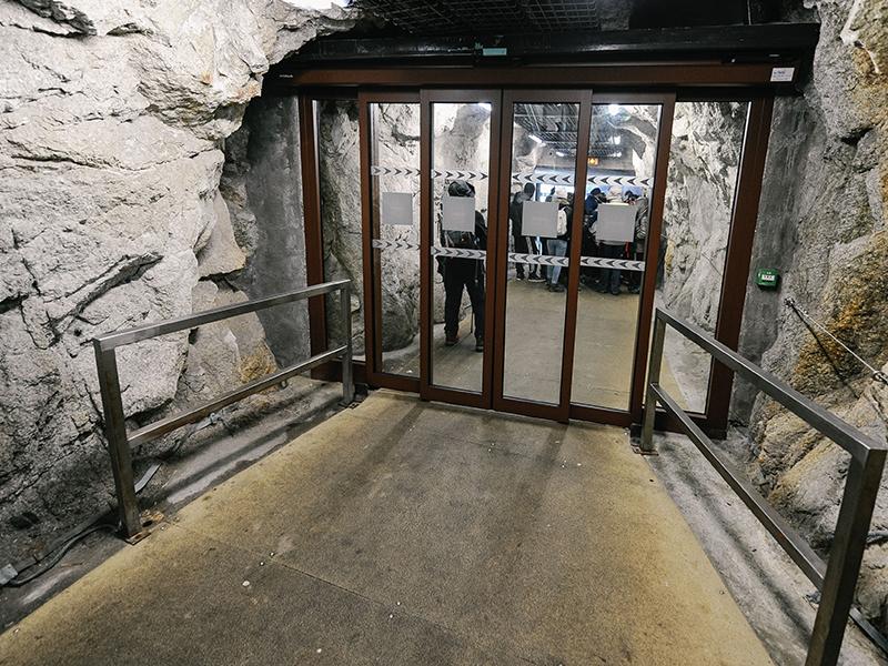 Porte automatique Portalp, à L'Aiguille du Midi