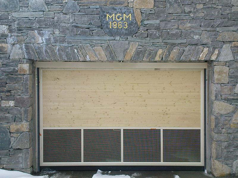 Porte automatique de garage en bois